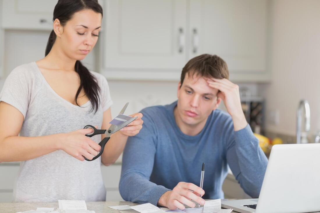 couple woman cutting credit card